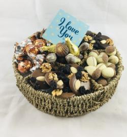 Giftbox gevuld met chocolade specialiteiten en met onderzettertje met tekst naar keuze