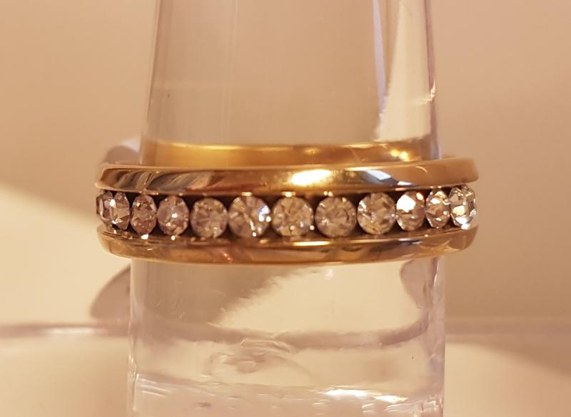 Stainless Steel ring goud met steentjes. Dun