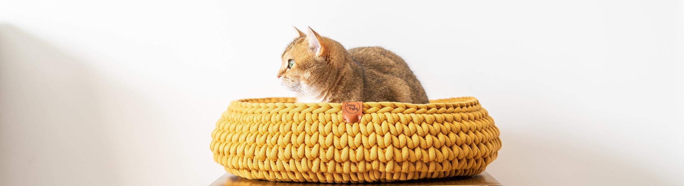 Katten manden grof gehaakt - Okergeel