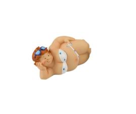 Liggende dikke dame in wit/blauwe bikini