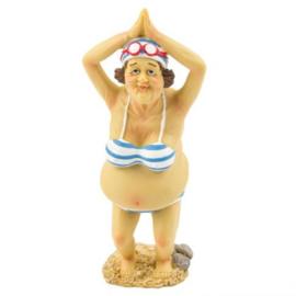 Oude vrouw in bikini (duikstand)