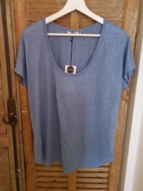 T- shirt blue