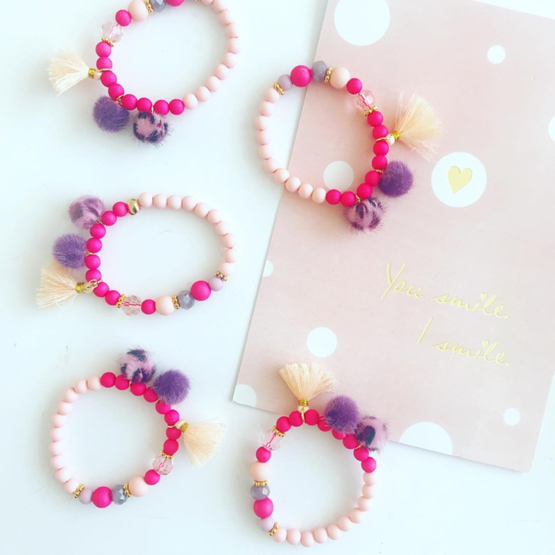 Armbandje pretty in pink