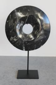 Schijf zwart natuursteen op metalen voet