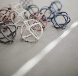 Mushie siliconen speelbal   diverse kleuren
