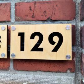 Huisnummer - Luxe in hout