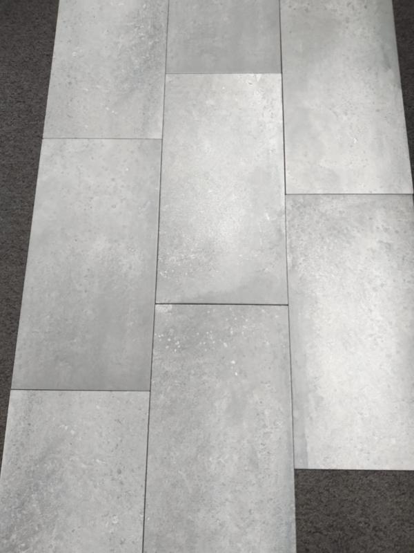 ACTIE: grijze Claystone vloertegel 60 x 30 cm unrect.