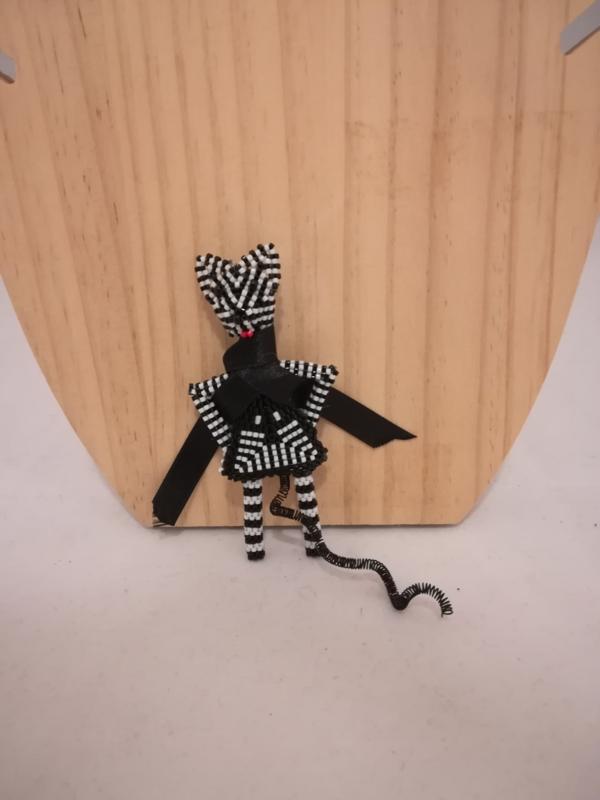 Broche zwart wit popje