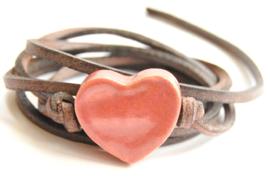 Armband leren veter met oud roze hart