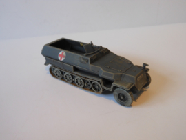 1:72 WW2 German Sdkfz 251/8 Ausf C Ambulance