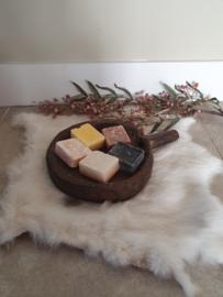 Oud houten schaaltje met handvat