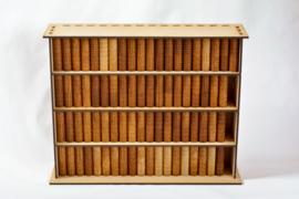 Boekenkast met de boeken van de Bijbel
