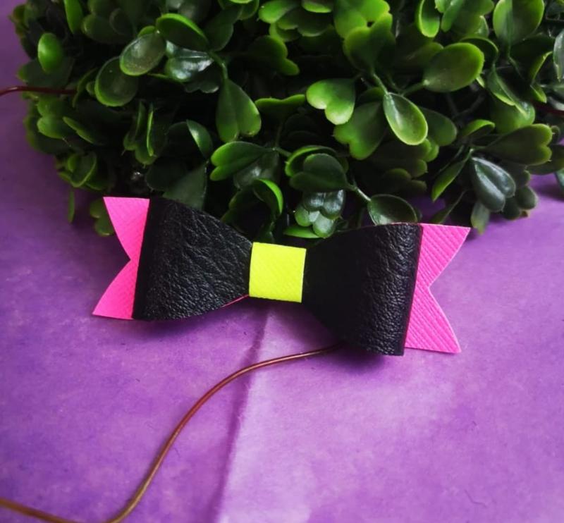 neon/black/pink bow