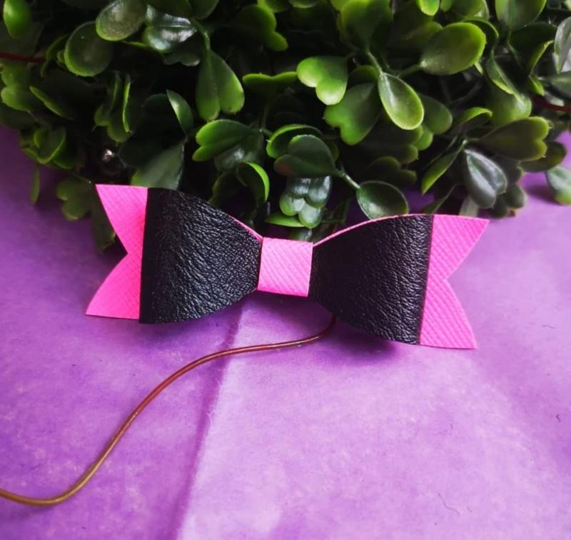 pink black bow