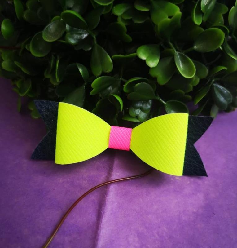 neon/pink/black bow