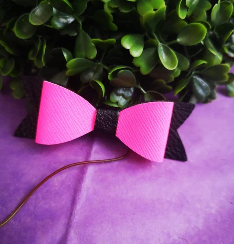 black/pink bow