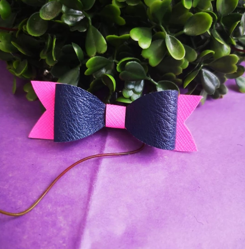 Pink/Dark blue bow