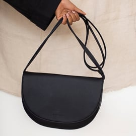 Soma half moon bag black - Monk & Anna