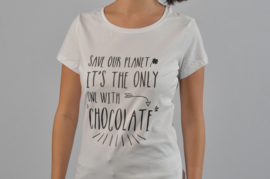 T-shirt met quote: Save our planet, it's the only one with chocolate.