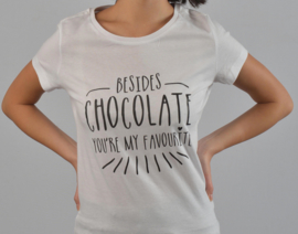 T-shirt met quote: Besides chocolate you're my favourite.