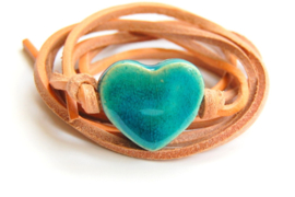 Armband naturel leren veter met turquoise hart