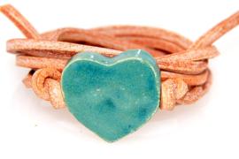 Armband naturel leren veter met groen hart