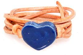Armband naturel leren veter met blauw hart