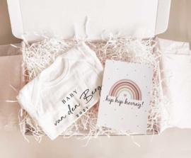 Brievenbus cadeau Hello Baby met jaartal