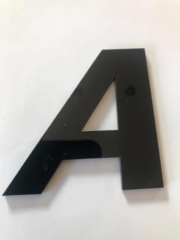Huisnummer zwart plexiglas/acrylaat Letter A