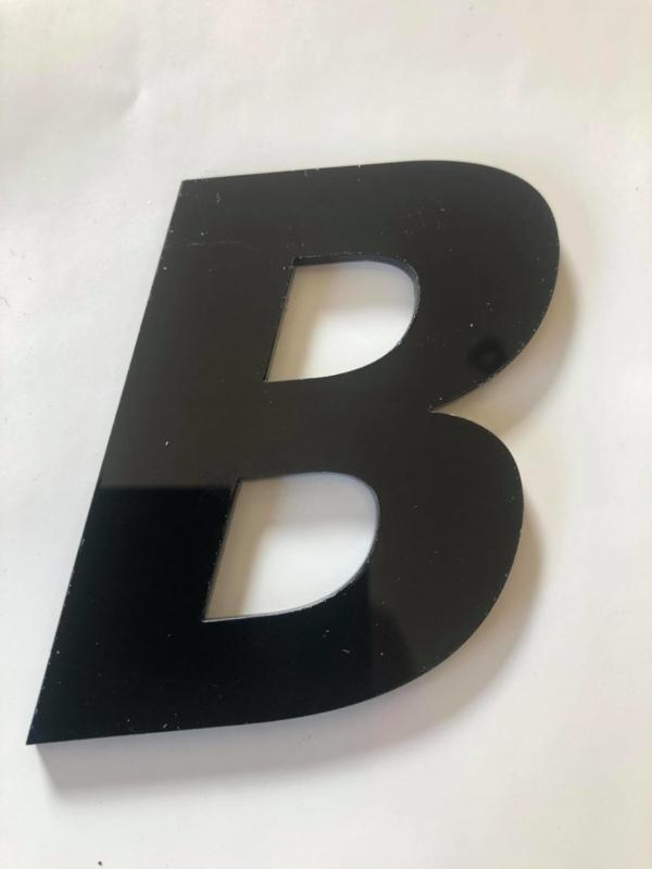 Huisnummer zwart plexiglas/acrylaat Letter B