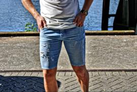 R8 slimfit korte spijkerbroek lichtblauw met witte scheuren in design SJNS006