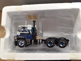 Mack F700 6x4 Blauw/Wit uitgave Bentaxle Bob