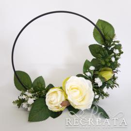 Zwarte Flowerhoop met Witte Rozen- 25 cm