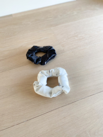 Set van 2 scrunchies White & Black marble