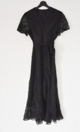 Lang zwart kanten kleed