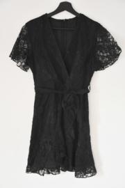 Kort zwart kanten kleed