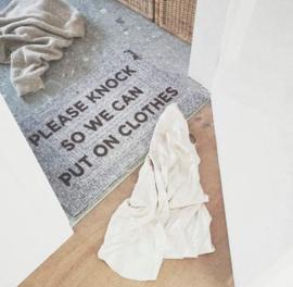 Harde deurmat 'clothes'