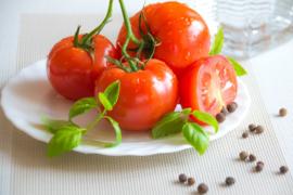 Verminder risico van zonnebrand met tomatenschil (en ontdek de vijf andere manieren waarop het je kan helpen)