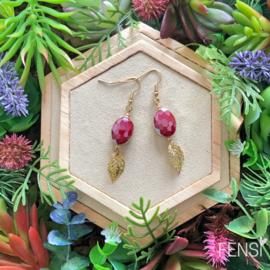 FENSI Royal Chic -  Oorbellen - crimson rood met blad bedel