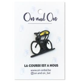Pin Cyclist 'La course est a nous'