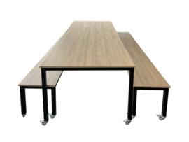 # Verrijdbare tafel met twee banken decor
