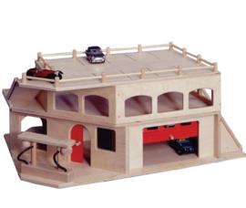 Houten garage, 3 verdiepingen met roldeur