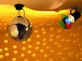 Spiegelbol (20) met kleurenwisselaar
