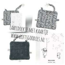 Wenskaart met knuffeldoekje Snoozebaby donker grijs