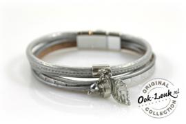 Sierlijke armband met bedeltjes, zilver