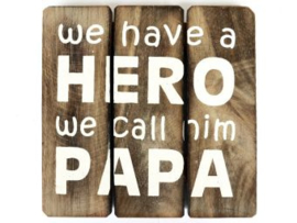 Houten onderzetter/tekstbord HERO PAPA, naturel