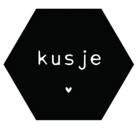 Muurhexagon kusje zwart, Label-R