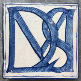 Tegel met letters LDSM