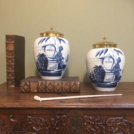Twee VOC tabakspotten