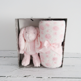Knuffel konijntje roze met heerlijk zacht dekentje in cadeaudoos